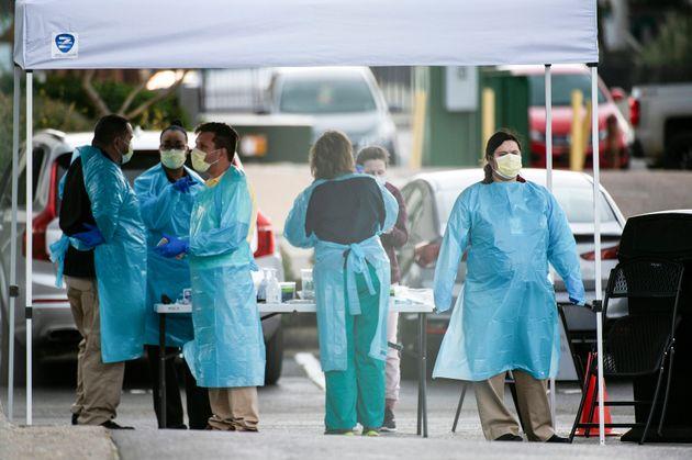 Κορονοϊός: Τρία μέλη μιας οικογένειας πέθαναν και 4 αρρώστησαν μετά από