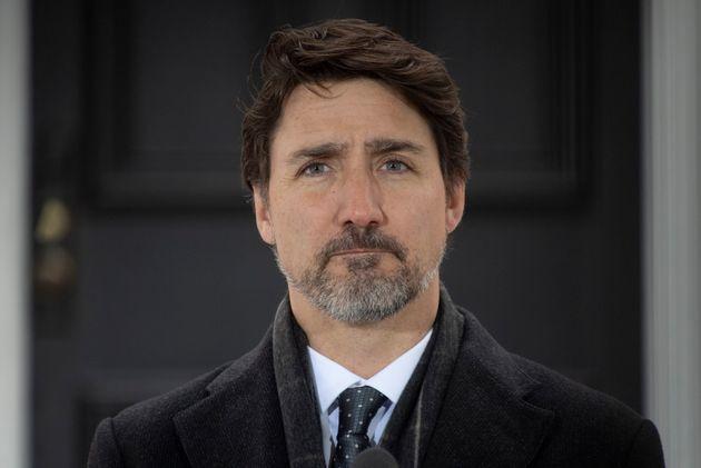 Justin Trudeau a encore une fois tenu une conférence de presse devant sa résidence, jeudi...