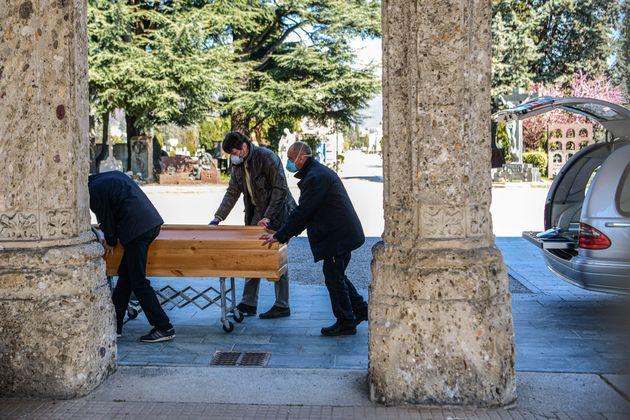 Só pode ocorrer um funeral a cada 30 minutos na região da