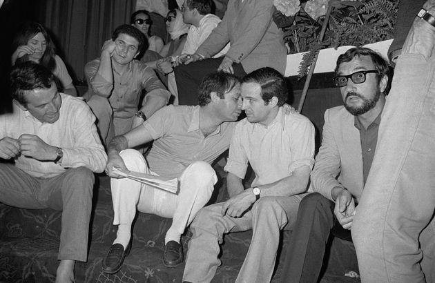 Les réalisateurs Claude Lelouch, Claude Berri et Francois Truffaut tiennent le piquet de grève...