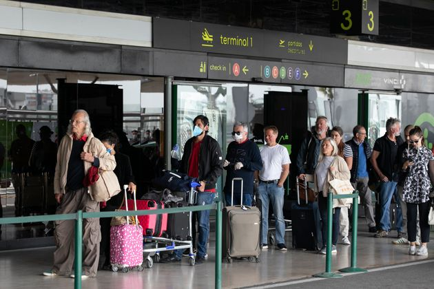 Filas no aeroporto de Lisboa, em