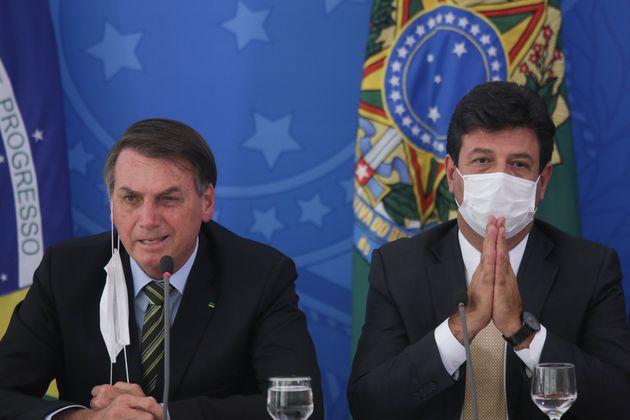 """Em coletiva de imprensa, Mandetta se refere a Bolsonaro como o """"grande timoneiro desse"""