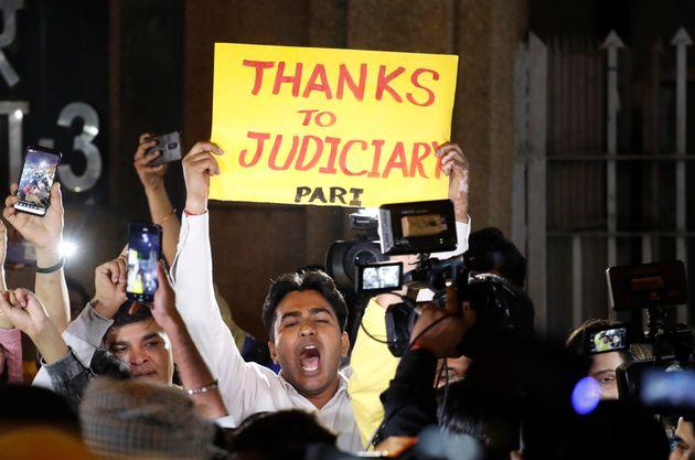 L'Inde exécute les responsables du viol collectif de Delhi, quelques manifestants s'étaient...