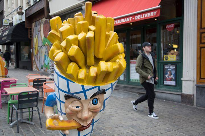 자료 사진: 브뤼셀 시내의 감자튀김 가게 간판