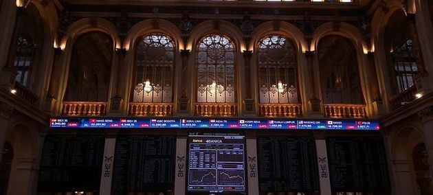 La Bolsa española frena su avance y se deja casi un 3% esta semana mientras Wall Street sufre su peor...