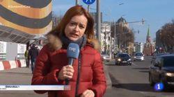 Una corresponsal de TVE en Rusia sorprende al mostrar con qué desinfecta su oficina por el