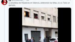 La alcadesa de un municipio de Valencia, pillada en la calle bailando y con una