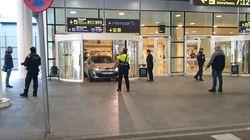 Dos detenidos por entrar con un coche en la T1 del Aeropuerto del Prat en