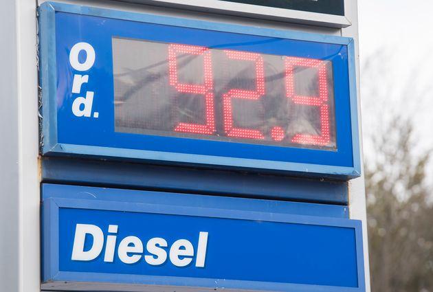 Le prix de l'essence continue de