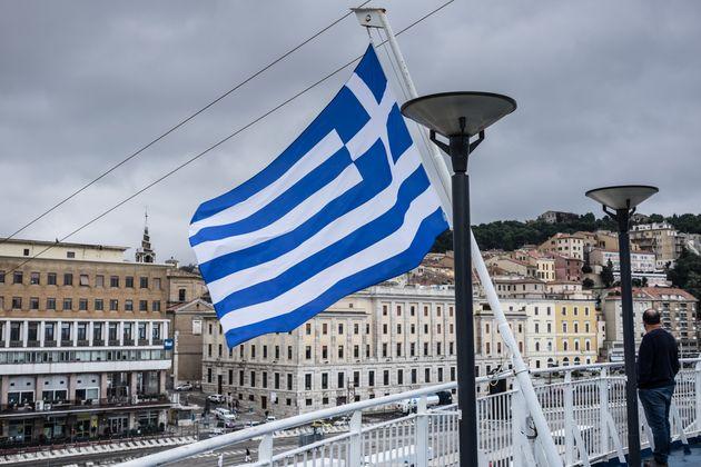 Πλοίο υπό ελληνική σημαία...