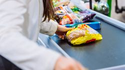 Muore una cassiera positiva al coronavirus: chiude supermercato a