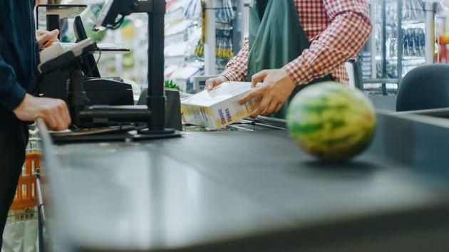 Coronavirus: les travailleurs d'épicerie demandent d'être mieux