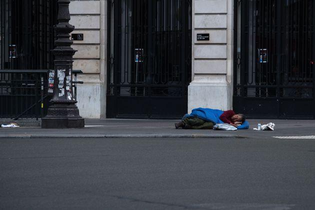 En France, ces derniers jours, plusieurs SDF ont été verbalisés pour non-respect...
