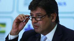 'No final de abril nosso sistema de saúde entra em colapso', alerta ministro da