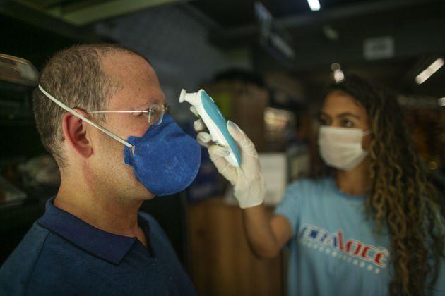 Há registros em pessoas contaminadas com o novo coronavírus em 25 das 27 unidades da