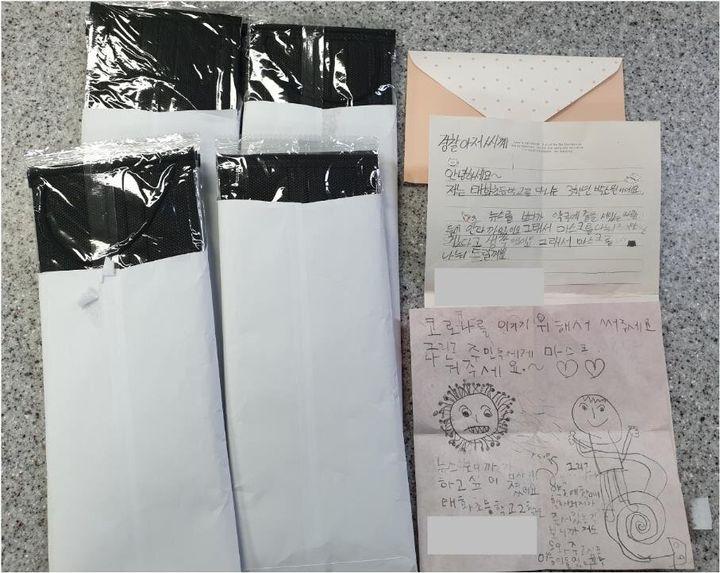 울산 중구 태화지구대에 전달된 초등학생 남매의 손편지와  마스크18장