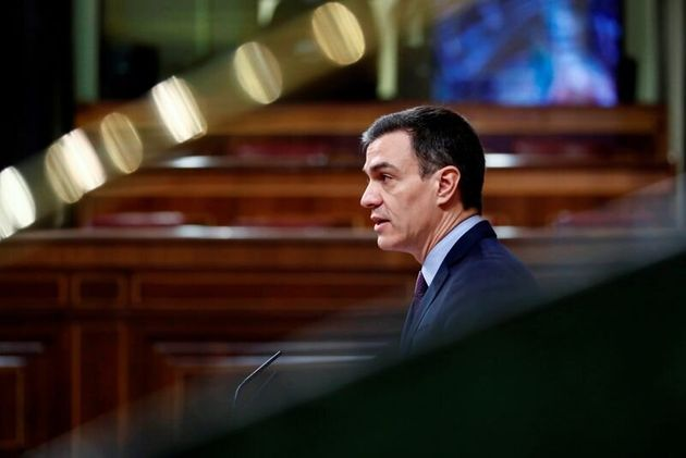 FOTO DE ARCHIVO: El presidente del Gobierno español Pedro Sánchez habla sobre la enfermedad coronavirus...