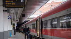 Viaggiatori diretti a Sud respinti alla stazione di Milano: non avevano i requisiti per