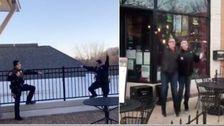 Σικάγο Κατοίκων Ζώνης Σε Όλη Την Πόλη Bon Jovi Singalong Μετά Από Την Διαμονή-Στο-Σπίτι, Ώστε