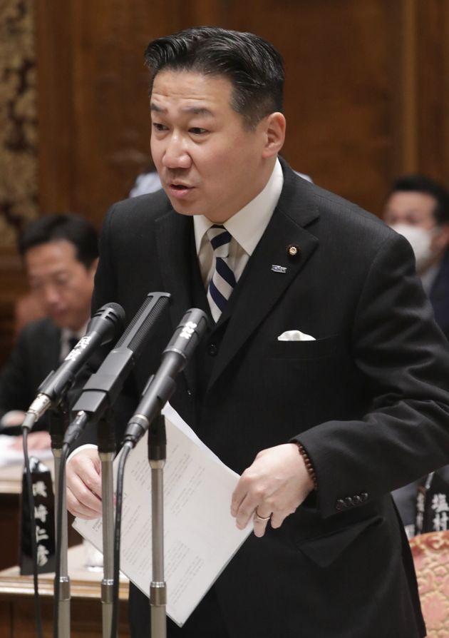 参院予算委員会で質問する立憲民主党の福山哲郎幹事長=3月23日、国会内
