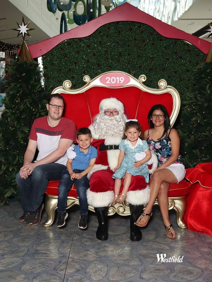 Silvia and Adam McIntosh pose with their two children ― Mateo, 5 and Amelia, 3 ― in their 2019 Christmas family photo. Now the childrenare back home in Melbourne while their mum and dad are stuck in Central America.