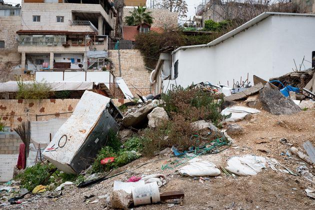 東エルサレムの一角。ゴミの打ち捨てられた空き地も多く目につく。