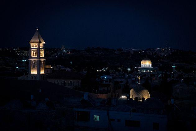 旧市街の中は夜になると静まり返る。