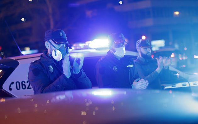 Οι αστυνομικοί στην...