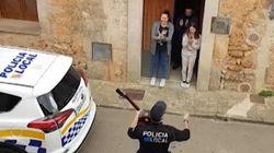La policía de Mallorca canta para animar a los vecinos
