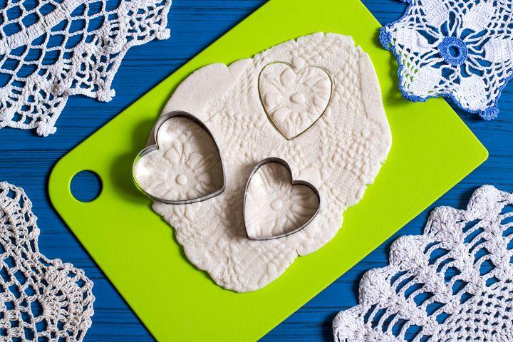 Avec de la pâte à sel, l'addition est plus facile à apprendre aux enfants.