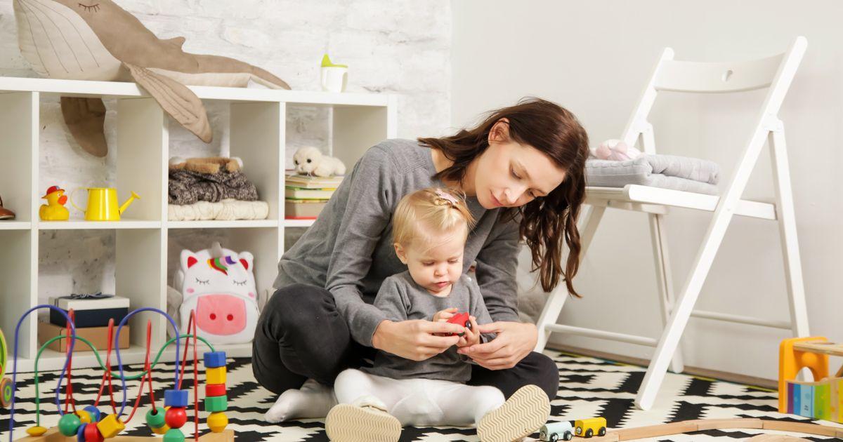Raccourci mais (beaucoup) mieux rémunéré: ce rapport veut booster le congé parental