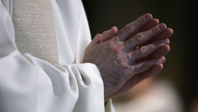 Un prêtre a écopé d'un rappel à la loi pour avoir célébré une messe en Isère, en plein confinement (Image...