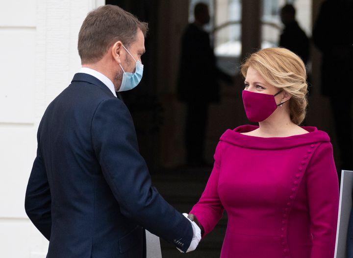 Новые правила политического дресс-кода. Сочетайте маску с платьем, как Нэнси Пелоси (фото 1)