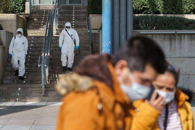 El Palacio de Hielo de Madrid se transforma en una morgue ante la saturación de los
