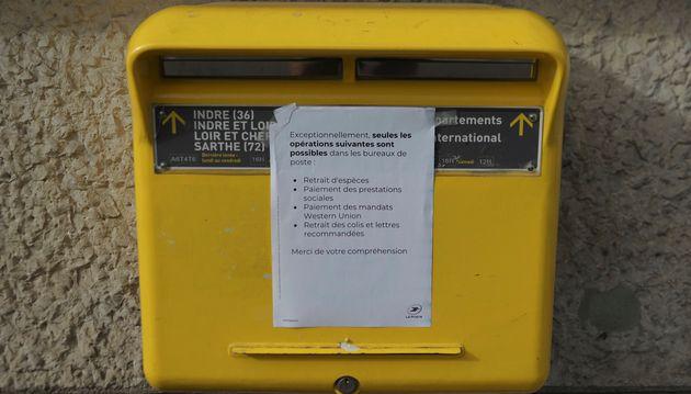 La Poste réduit ses tournées face à la grogne de ses syndicats en période de confinement (Image d'illustration...