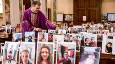 Fotos Zeigen, Wie Menschen Des Glaubens Sind, Die Anpassung An Die Corona-Virus-Pandemie