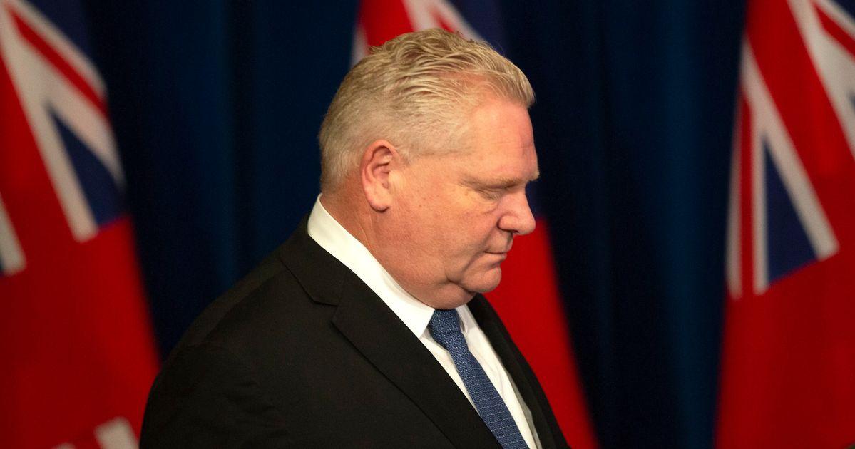 オンタリオ州はすべての非必須事業の閉鎖を命じる