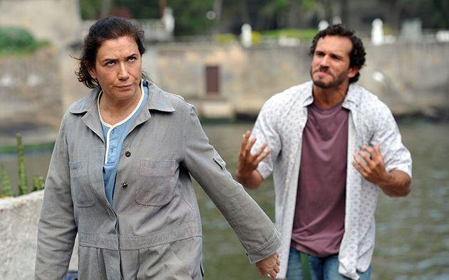 Pereirão (Lília Cabral) e Guaracy (Paulo Rocha) em