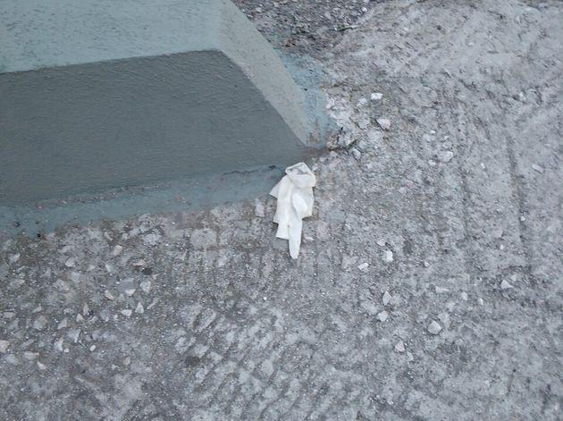 Ο Ελληνας προσέχει και φοράει γάντια μιας χρήσης - Ιδού που καταλήγουν