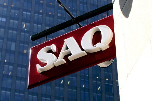L'affiche d'une succursale de la SAQ située dans le Vieux-Montréal (photo