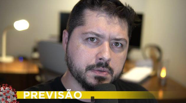 Atila Iamarino é biólogo, doutor em microbiologia pela USP (Universidade de São...