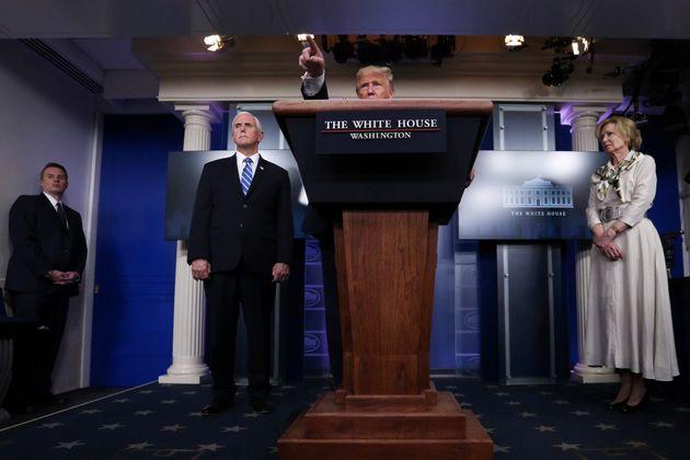 도널드 트럼프 대통령은 '경기 침체로 인한 자살자가 코로나19 희생자보다 훨씬 더 많아질 수 있다'고