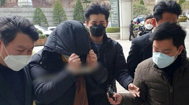 자료사진: 일명 '박사'로 지목되는 20대 남성 조씨가 19일 서울 서초구 서울중앙지법에서 구속 전 피의자심문에 출석하고