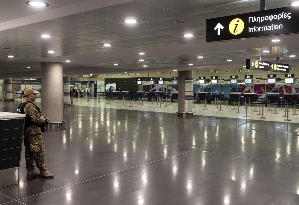 Αδειο το Διεθνές Αεροδρόμιο...