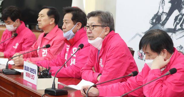 국회에서 열린 선거전략대책회의 참석한 박형준 미래통합당 공동선대위원장.