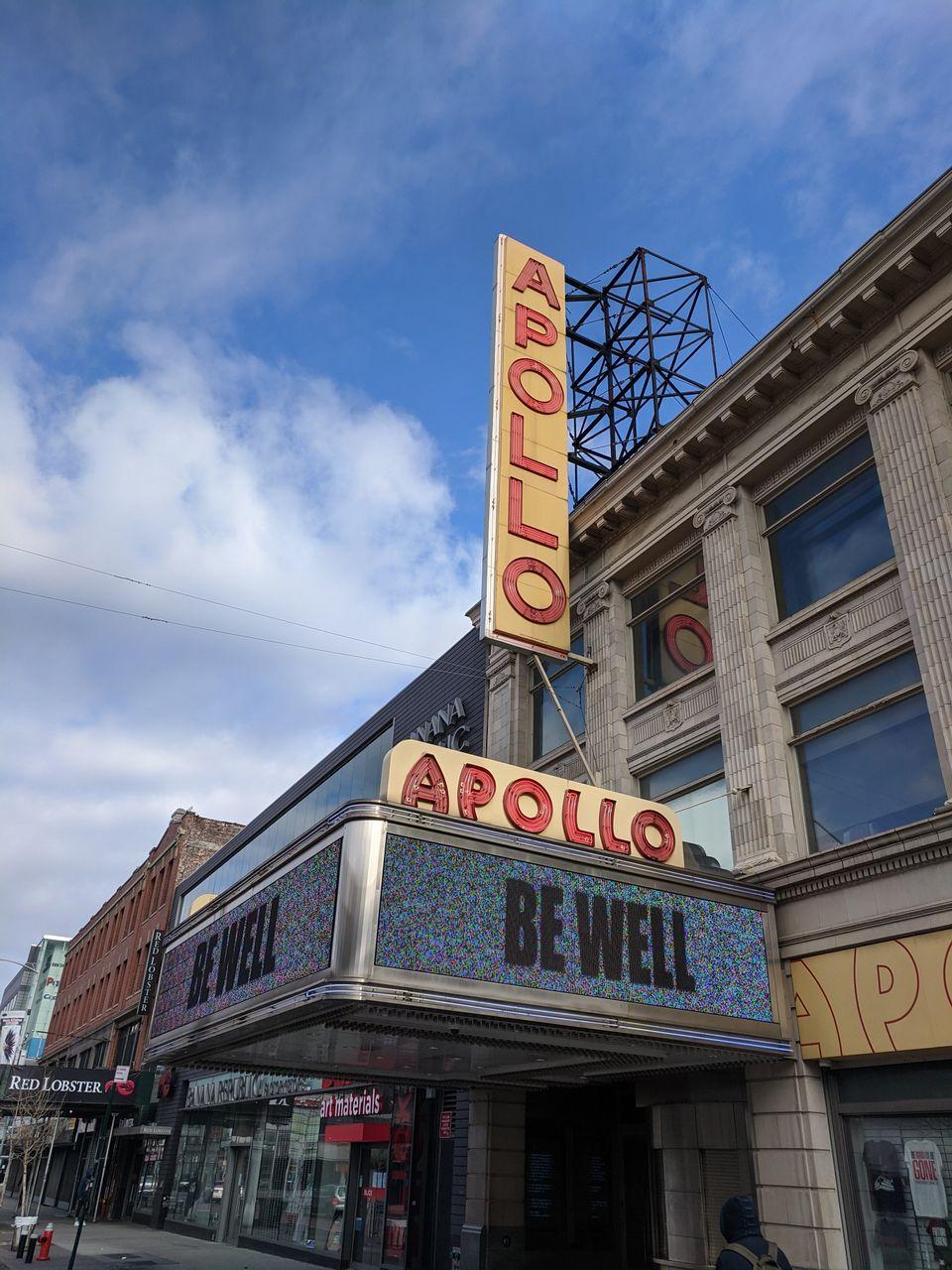 Το ιστορικό Apollo Theater του Χάρλεμ, εύχεται