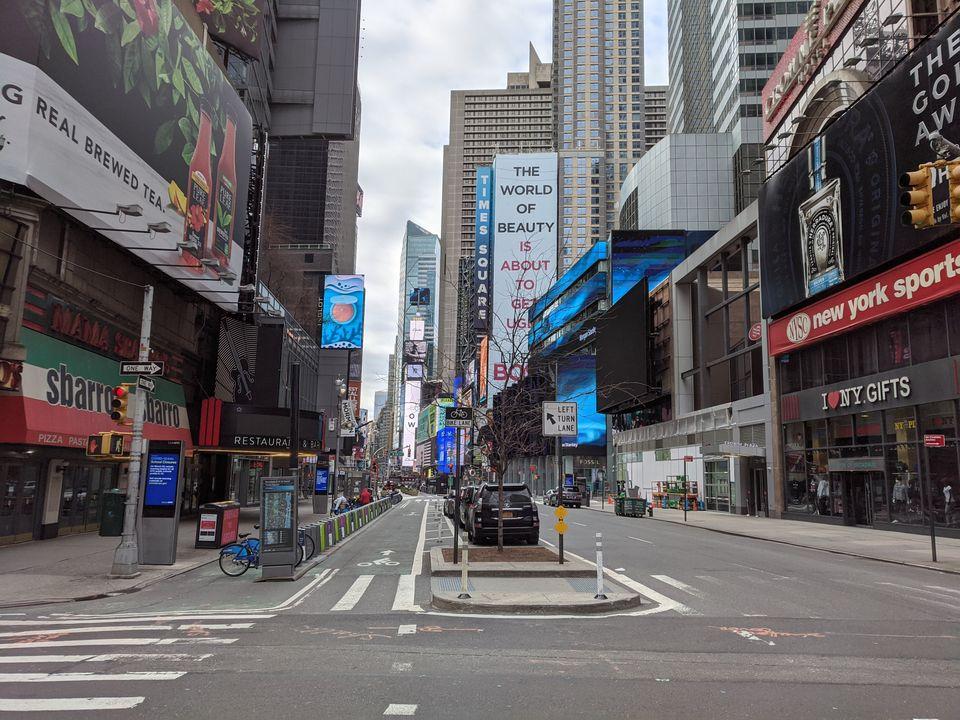Ναι, είναι η Times Square, το μεσημέρι.