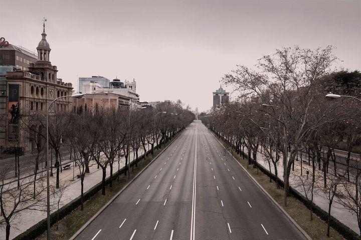 El paseo de la Castellana, a la altura del centro comercial ABC Serrano, vacío.