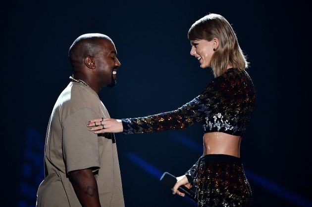 Taylor Swift et Kanye West sur la scène des Video Vanguard Award en