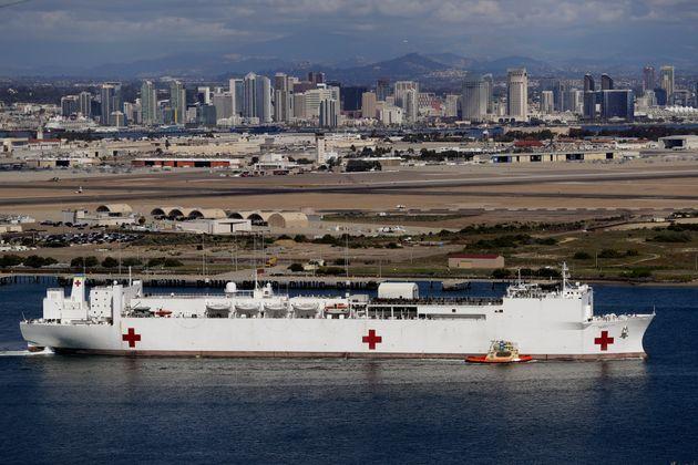Τα αμερικανικά πλωτά νοσοκομεία τα οποία ρίχνονται στη μάχη κατά του